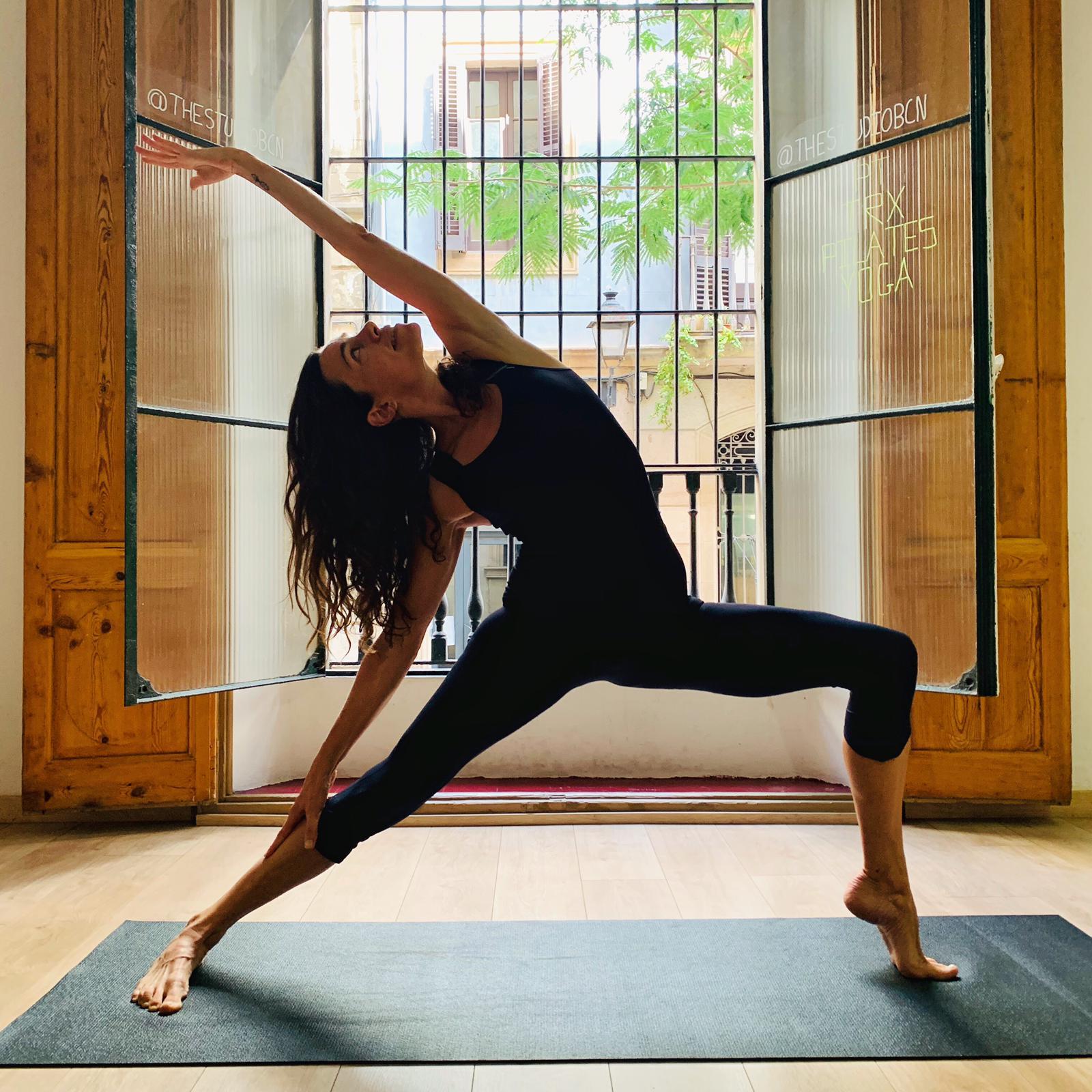 Aitana. Power vinyasa Yoga. - YOGAIAM